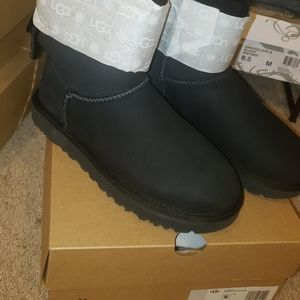 UGG BLACK MINI WITH BAILEY BOW BACK